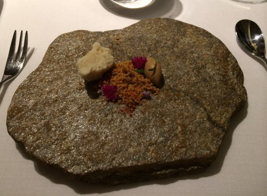 Mantequilla de Foie grass con migas de maíz y helado de mole